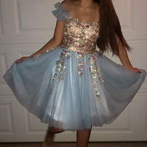 Dresses & Skirts - Size 4-6... Formal dress only worn once.